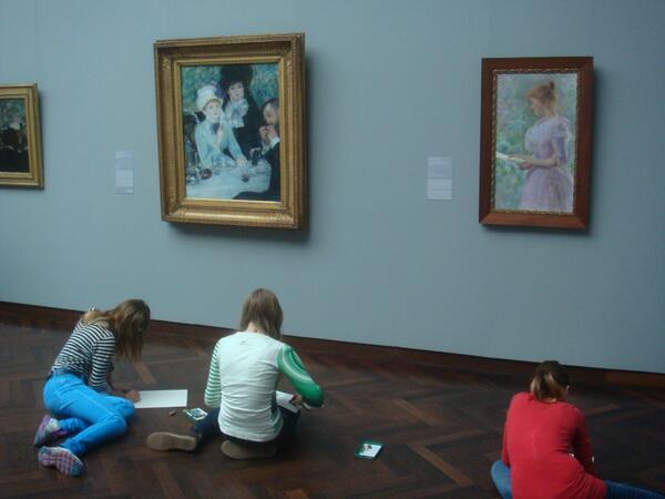 ルノアールの絵も美しいんだけど、それよりもその絵の前で写生をしている子供達の姿こそが、美術館という場の公共性を現し、ひいては「その街の豊かさ」を物語っていると思う今日この頃。