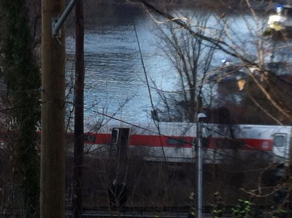 Last car almost in the Hudson River #derail http://t.co/x5Laa6ALF7