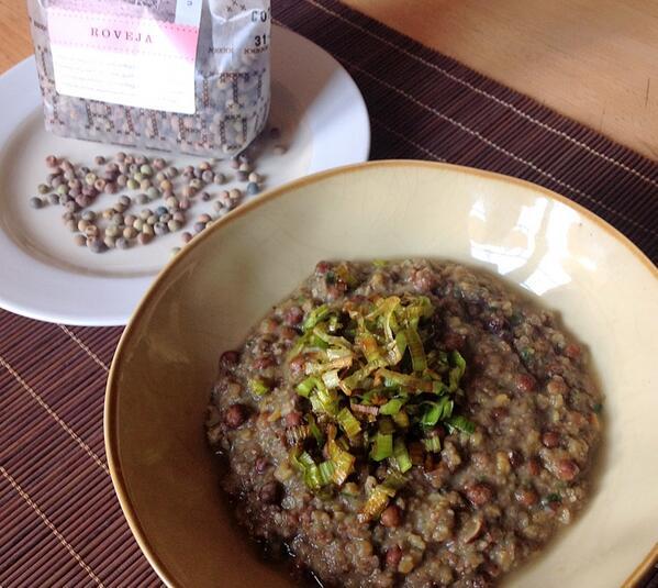 Cold weather #food - Roveja legumes, crisped leeks. Look like peas in earth colours, taste like dried fava http://t.co/Rjjt4zAwwE