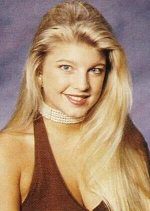 Fergie Fergs yearbook photo is EVERYTHING #glamorous #flossyflossy 👸 http://t.co/Q8eVgDFzeR