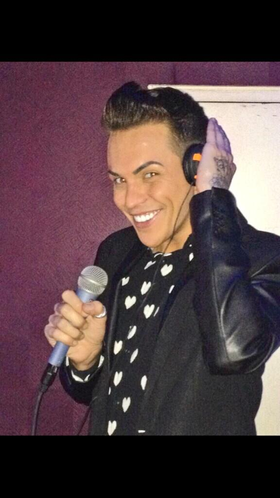 LOVE BEING BEHIND THE DECKS!! #DJBobbyNorris http://t.co/38v7G2IBxS