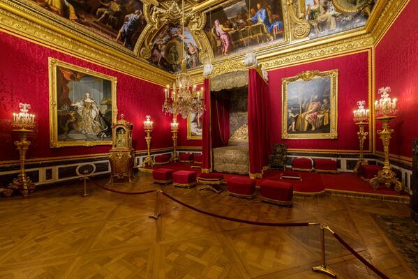 Chateaudeversailles on twitter versailles de nuit le for Salon de versailles