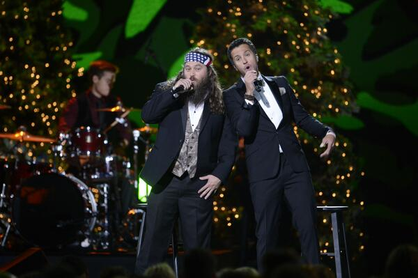 """Hairy Christmas"" on ""CMA Country Christmas"" on ABC tonight! @LukeBryanOnline @williebosshog #CMACountryChristmas http://t.co/IRaXevExTe"
