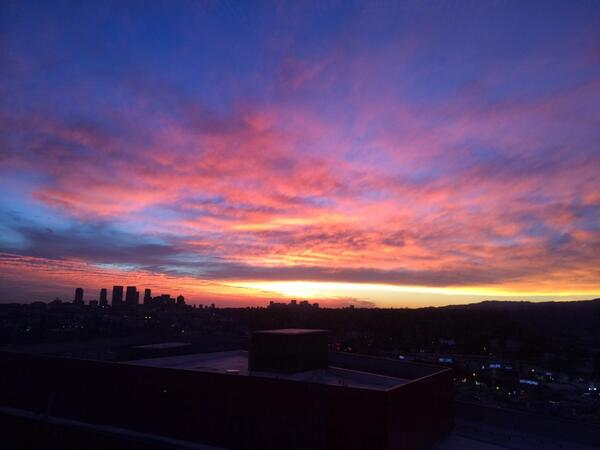 What a beautiful sunset over #LosAngeles http://t.co/l6nt6BdtAU