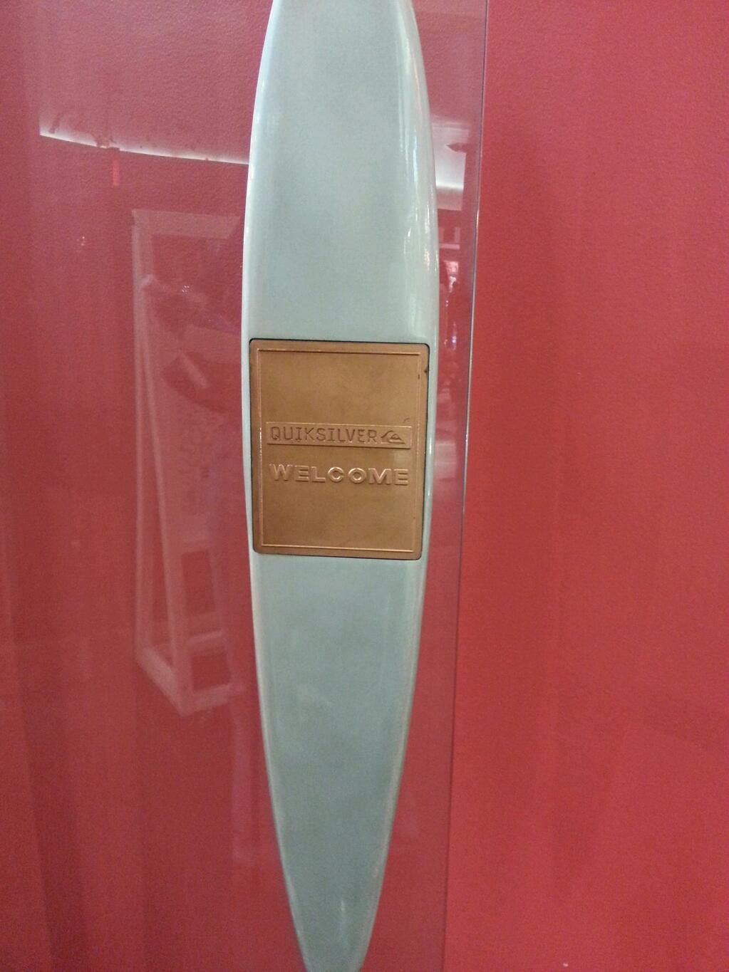 Perfect door handle for Quiksilver store #WGBD http://t.co/g0AAclbVPO