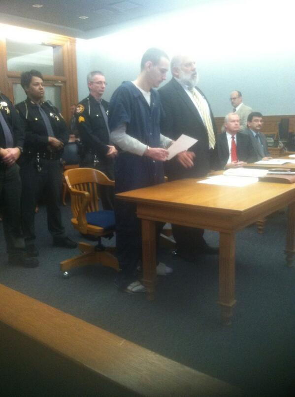Steven King making a statement. Says he found Elaina hurt. http://t.co/pEN1ZJWkTL