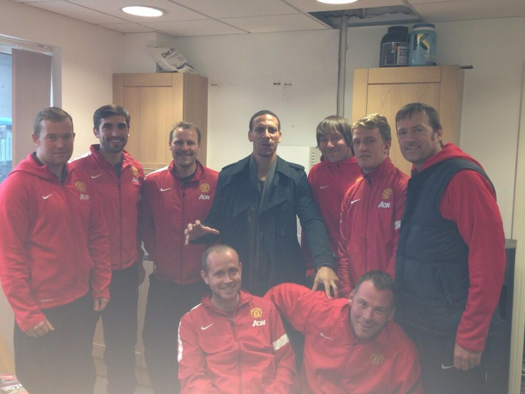 """@joepembo: @rioferdy5 paid us a visit @17mes @ReeceJames4 http://t.co/pBf4AzvP2K"" > look at Al's head shape boys!! #LightBulbHead"