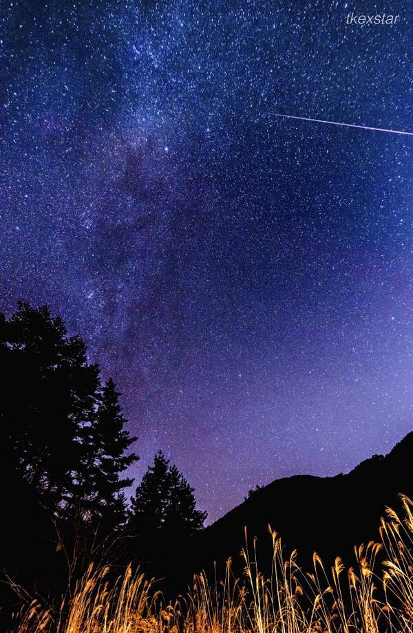 奥多摩、冬の始まりの天の川と流星。d800
