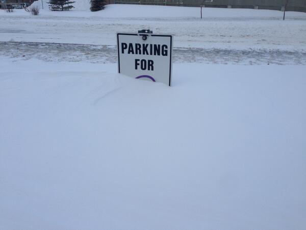 Snow parking only. #yycblizzard http://t.co/ibukxULSe1