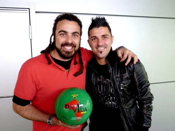 Felicidades desde México a mi buen amigo el gran @Guaje7Villa en su cumpleaños. Qué buena temporada en el #Atlético! http://t.co/oVPWpfJjFg
