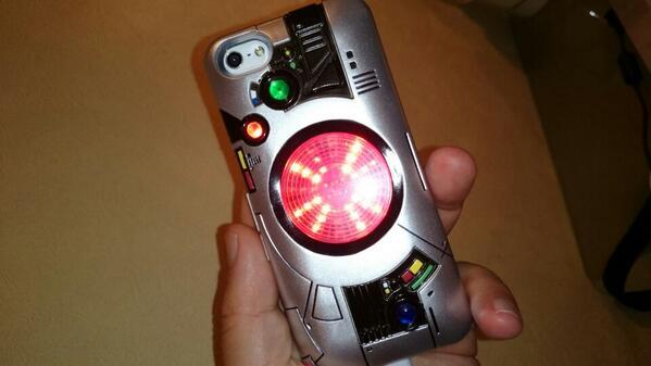 このiPhoneケース、想像以上にカッコいいかも http://t.co/h1Ds917GF2