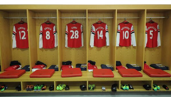 Since AFC Won A Cup On Twitter Piersmorgan Now THAT Is What I Call Bench Tco HUjNbTyonS Arsenal Care To Show Us The Trophy Cabinet