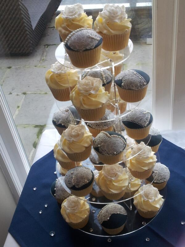 #wedding #cupcakes #cotswolds @HydeBarn