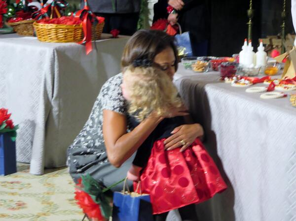 Mrs Obama hugs little girl inadvertently knocked over by Sunny the doggie. (CBS photo by Victor Ulloa, CBS News). http://t.co/6d80kGjawT