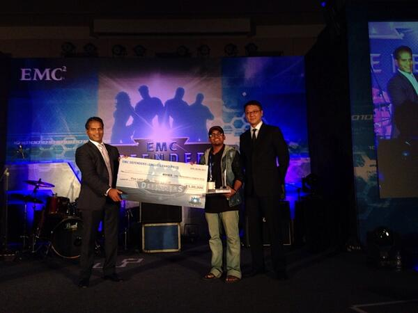 That's our own @ant4g0nist receiving the 5L price at #emcdefendersleague finals http://t.co/tUMLNJywgo