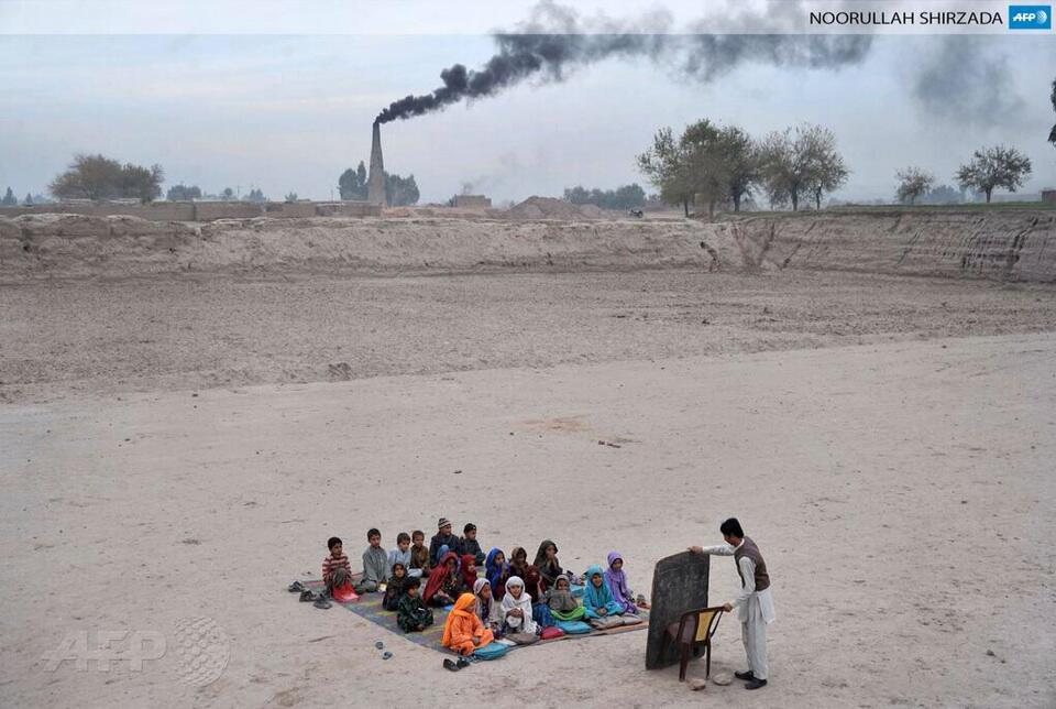Classroom in Afghanistan. Love this photo. http://t.co/BGJhCweUVl