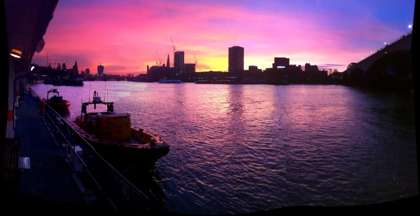 RT @TowerRNLI: Good morning from the day crew - amazing sky! http://t.co/o0ohCYB6d1