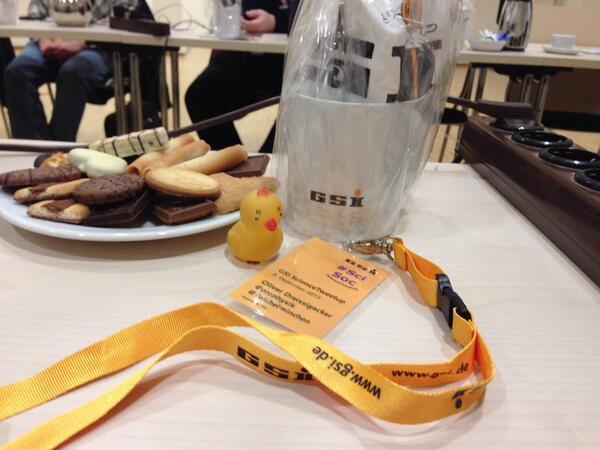Ui, super vorbereitet. Und der @odreissi kommt im 1. Anlauf ins WLAN #ScienceTweetup http://t.co/qOXK8V7aaG