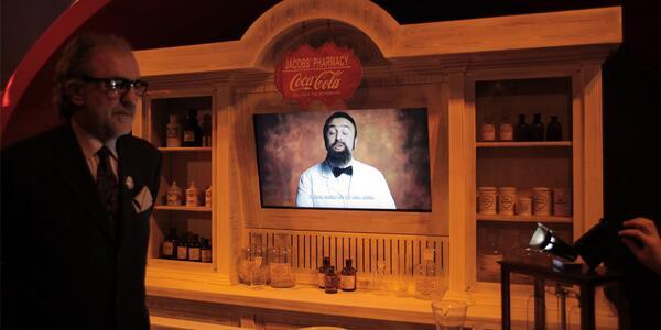 Dr. John Pemberton'ın #bidünyamutluluk ile dolu Coca-Cola'yı nasıl keşfettiğini Coca-Cola Dünyası'nda dinle. http://t.co/CD4Kj4KTEo