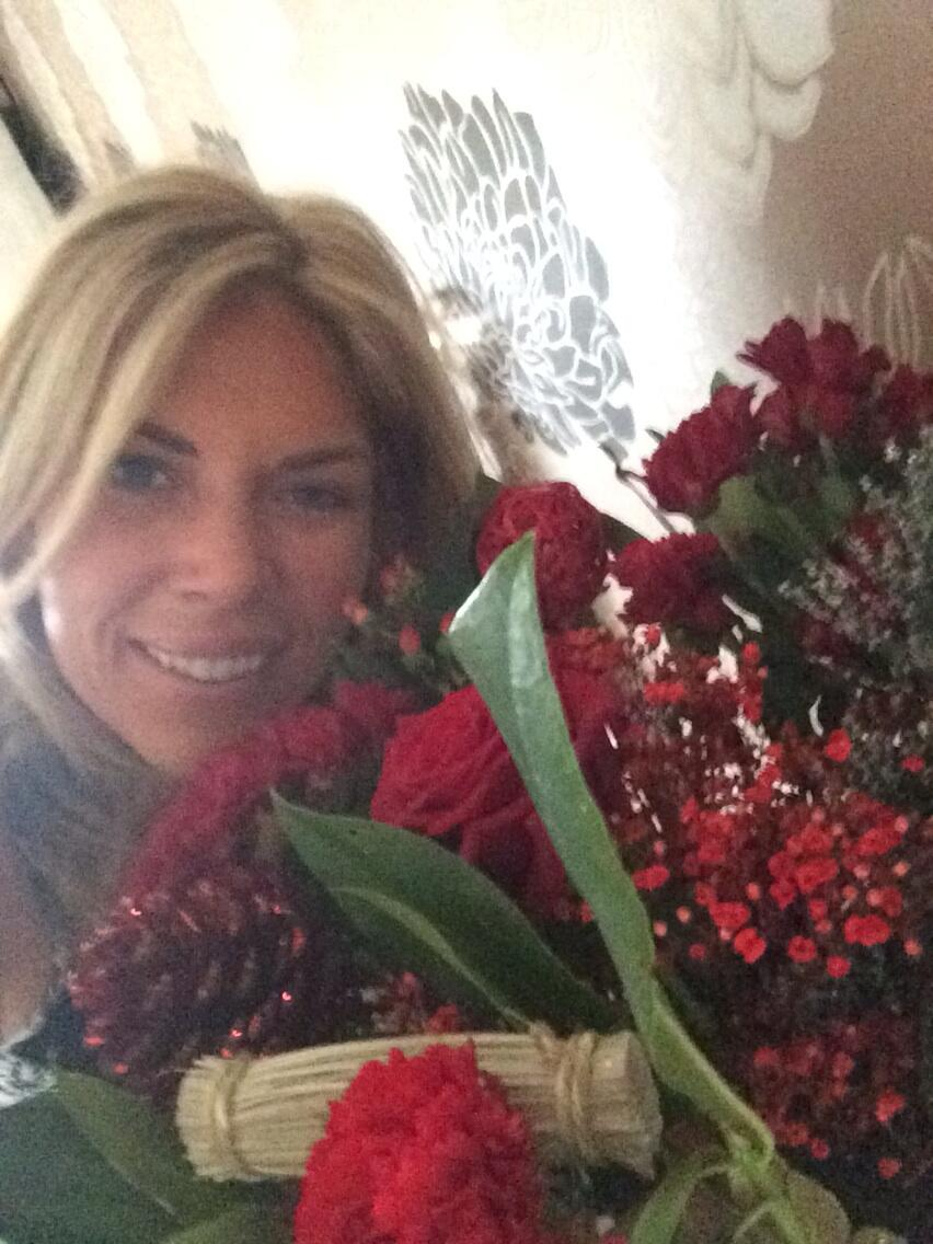 Love my red christmas roses from john xx <3 xx http://t.co/CKTuviXIuk