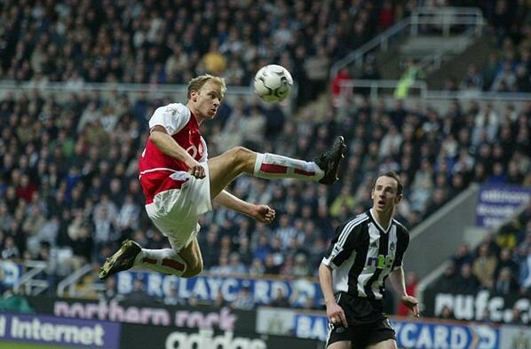 Dennis Bergkamps statue was inspired by this epic piece of airborne control v Newcastle
