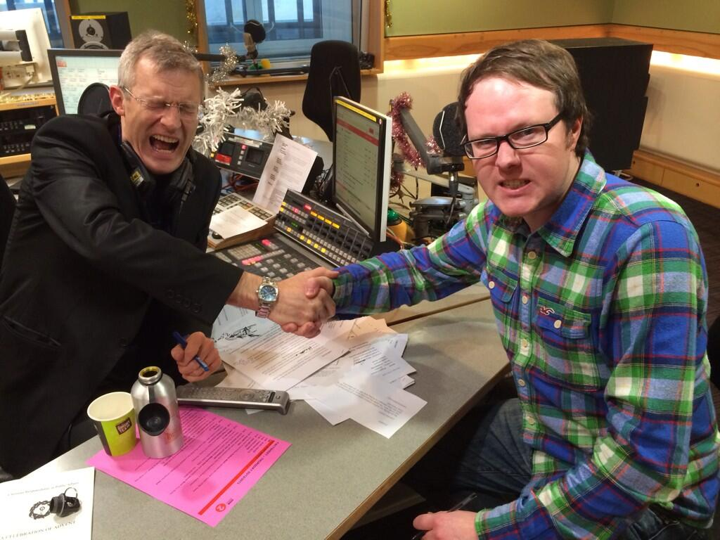 "Producer Tim demonstrates the ""bonecrusher"" handshake @BBCRadio2 - but why do people do them? http://t.co/XZ5JB68DMR (via @timoncheese)"