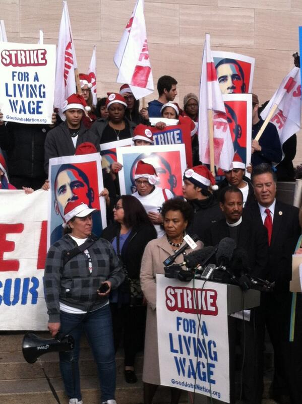 We need a #livingwage! Rallying w low wage workers demanding a higher minimum wage. http://t.co/76pT2I4nBt