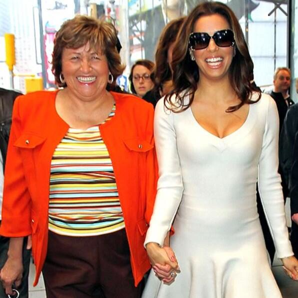 """@LovingLongoria: Aww I love this pic! @EvaLongoria with her mother :-) <3 http://t.co/wWegUqKnES"" aww me too"