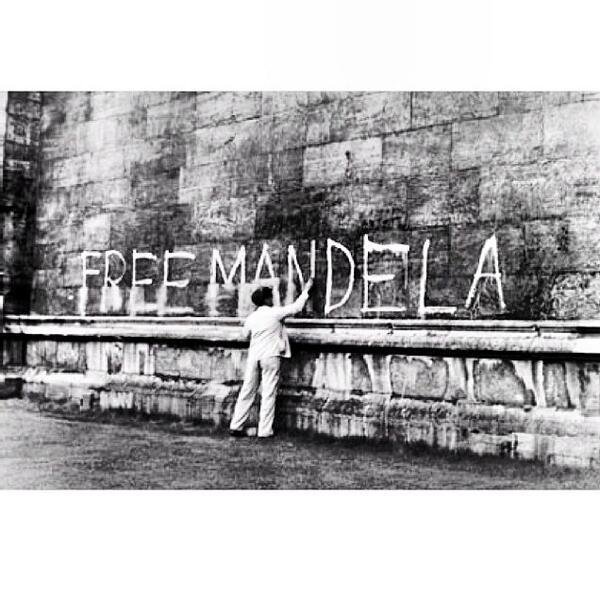 R.I.P MR NELSON MANDELA http://t.co/bX0dzrJH2m