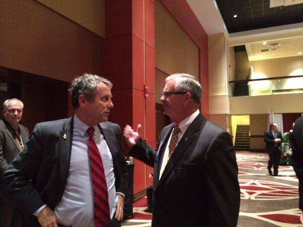 @SherrodBrown talking to @OhioFarmBureau CEO Jack Fisher at the VIP reception this evening. #OFBF13 http://t.co/HZ1KHddC1f