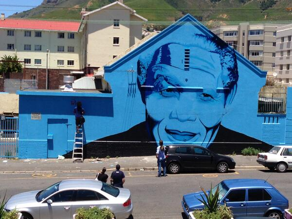 In honour Madiba's passing today, @mak1one_ is painting a quote on our #Madiba mural  #LalaNgoXolo http://t.co/ADz3soec4g