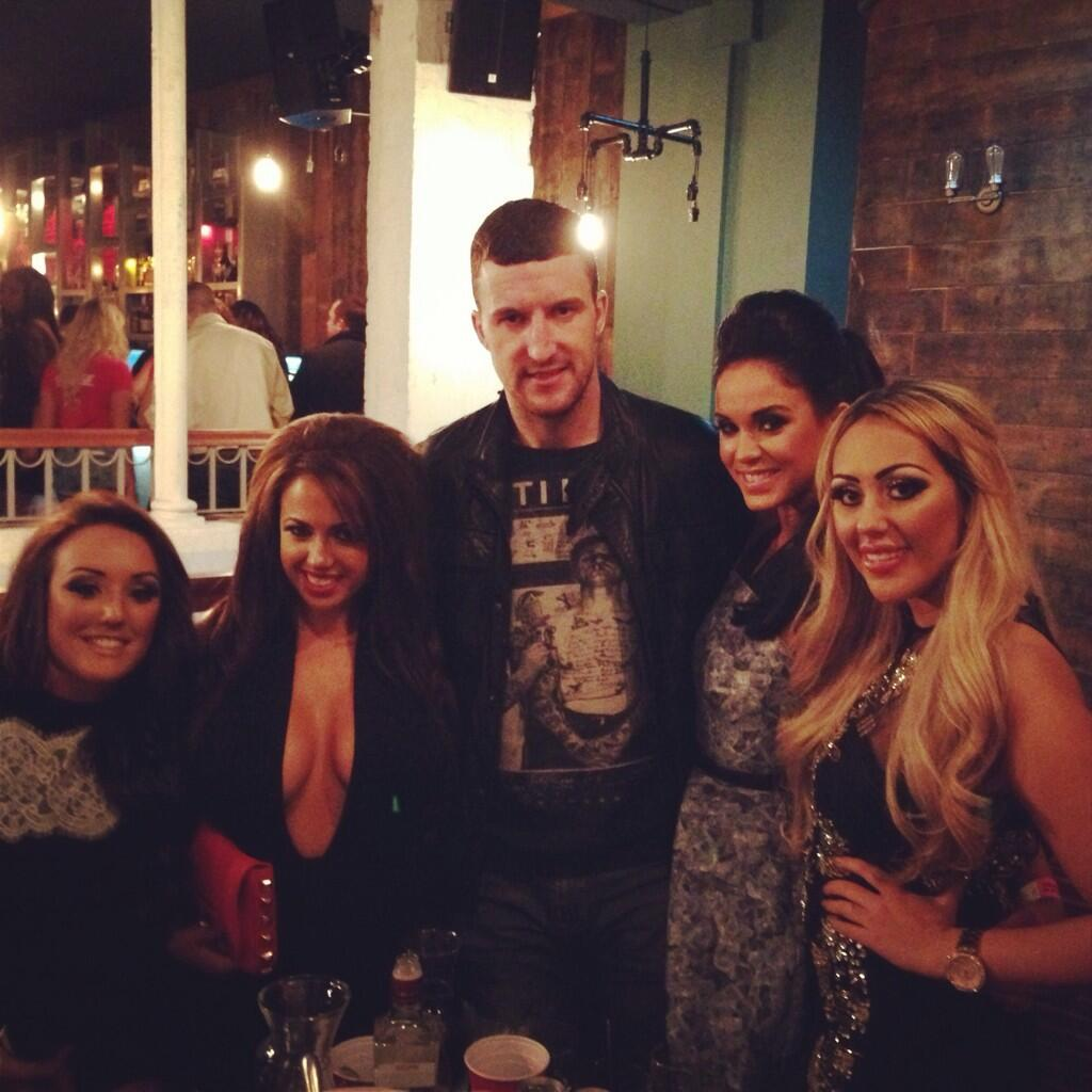 RT @AnthonyStanton8: @SophieKasaei_ good to see you lot last night http://t.co/QrQyhlbgsx