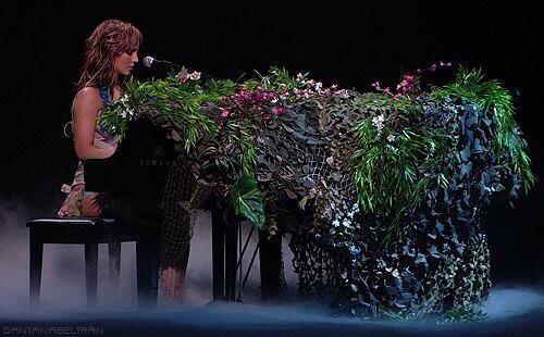PianoNEY RT @tilltheworldend  Britney Army #musicfans #PeoplesChoice http://t.co/JR8THLuXT9