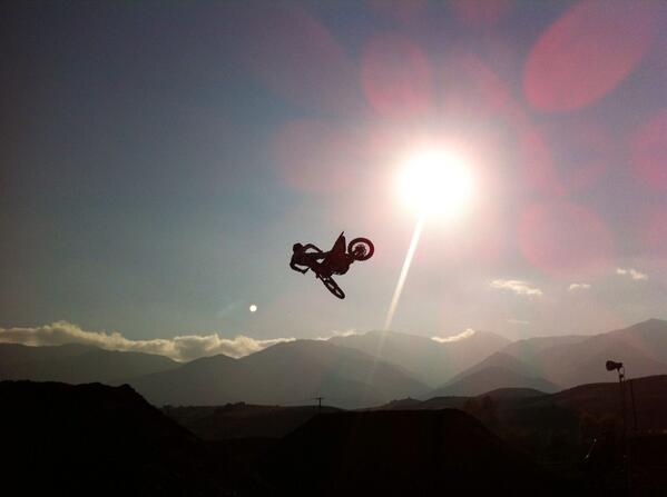 #whipitwednesday @RyanDungey sun set whip over the finish line at the @KTMUSA practice SX track. http://t.co/3lSSHHSQQK