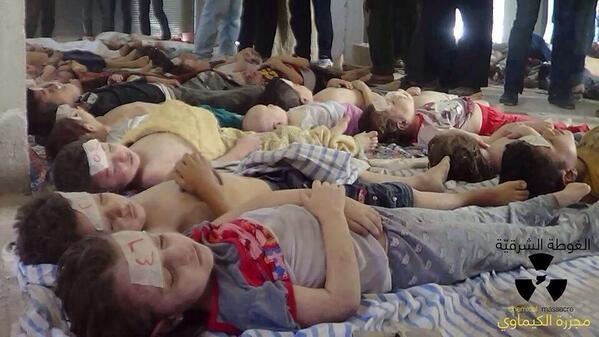 أنشتكي البرد والأصواف نلبسها فكيف حالُ صغارٍ في العرا سكنوا مات اطفال سوريا من البرد وحكام العرب ماتت النخوه فيهم http://t.co/3qXp9D6Iec