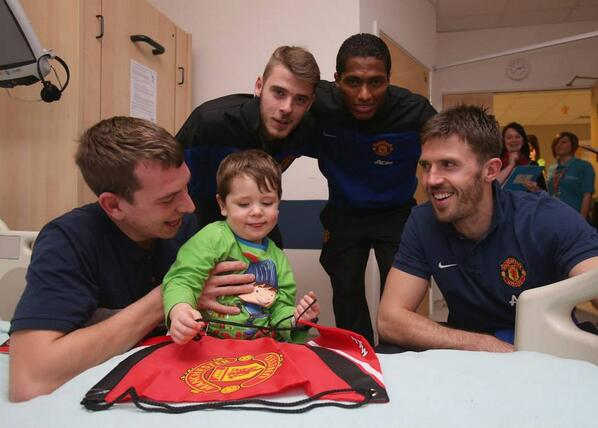 Heartwarming: Manchester United players pay Christmas visit to Royal Manchester Childrens Hospital [Pictures]