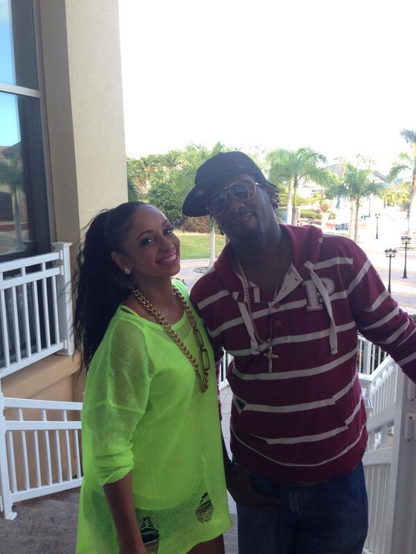 We out here on the Island of St. Kitts @WilliamBJohnson @MissMya @SKNCarnival Turn Up #TeamMya http://t.co/lj6iKNRcLJ