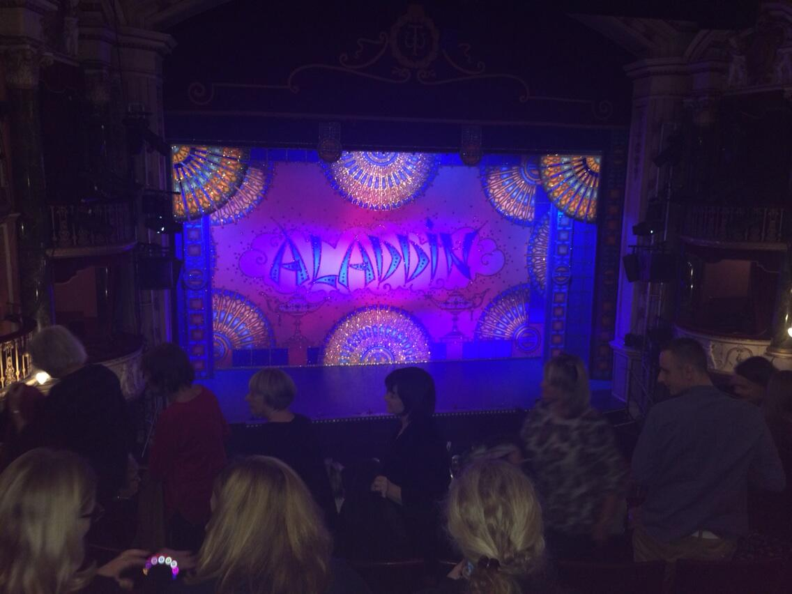 Had the best time with my friends and family tonight #Aladin x http://t.co/q0lsA1ApZn