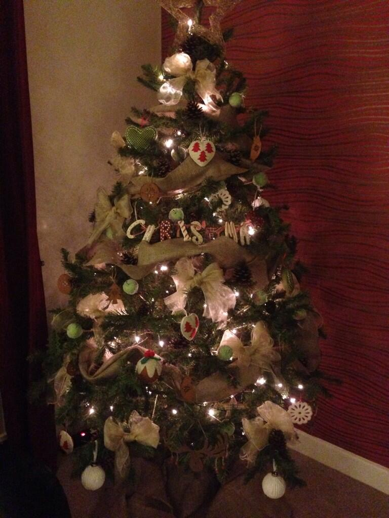 RT @danstevie: Our tree with homemade decorations @KirstieMAllsopp http://t.co/6kQb4uR7Rb