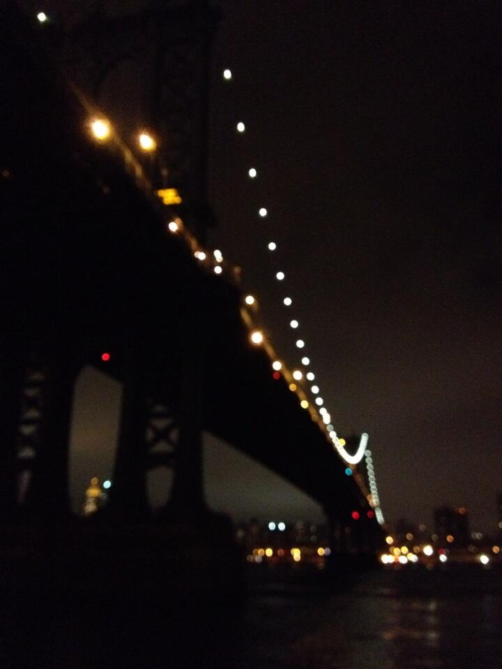 Manhattan Bridge tonight http://t.co/sACIO4bs2Y