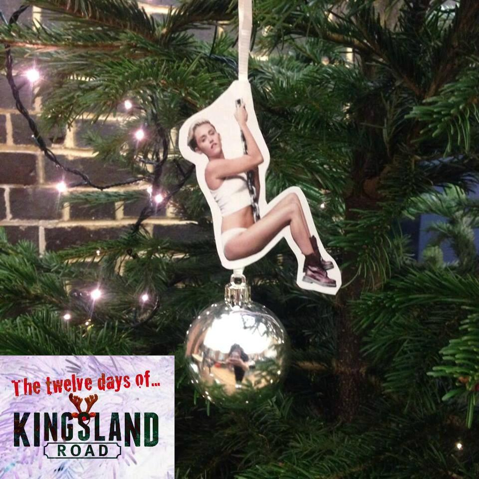 The 12 days of Kingsland Road starts this Friday. Swing it Miley! http://t.co/jOP3fbtOvM
