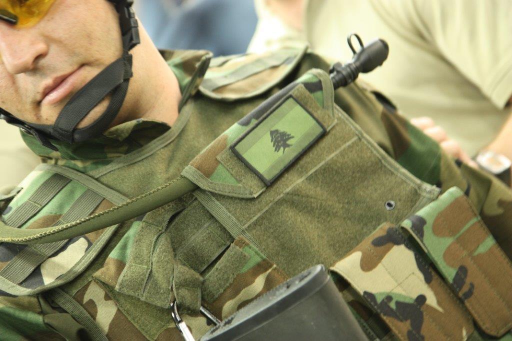 الجيش اللبنانى يتسلم عربات وأجهزة اتصال وأعتدة عسكرية بريطانية - صفحة 2 BbH8KDYCQAAeVjo