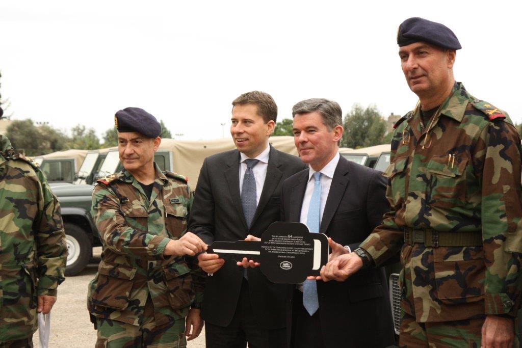 الجيش اللبنانى يتسلم عربات وأجهزة اتصال وأعتدة عسكرية بريطانية - صفحة 2 BbIcVGICMAE1wqw