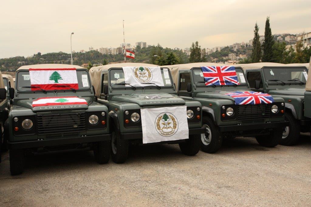 الجيش اللبنانى يتسلم عربات وأجهزة اتصال وأعتدة عسكرية بريطانية - صفحة 2 BbIcyTsCQAALsA3