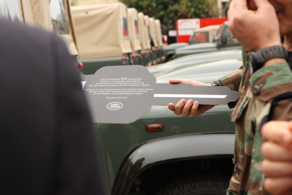 الجيش اللبنانى يتسلم عربات وأجهزة اتصال وأعتدة عسكرية بريطانية - صفحة 2 BbIdJcFCcAAHgJE