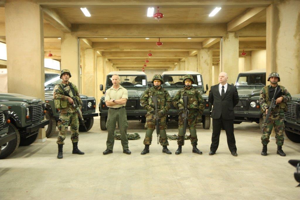 الجيش اللبنانى يتسلم عربات وأجهزة اتصال وأعتدة عسكرية بريطانية - صفحة 2 BbIeHd6CQAAannn