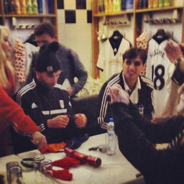 .@bryanruizcr and @la_grulla5 signing autographs for our junior supporters. #ffc #christmasatthecottage http://t.co/2usOjK35hI