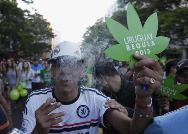 L'Uruguay légalise le cannabis http://t.co/aJJiqK1RlK http://t.co/rHYlROv99u