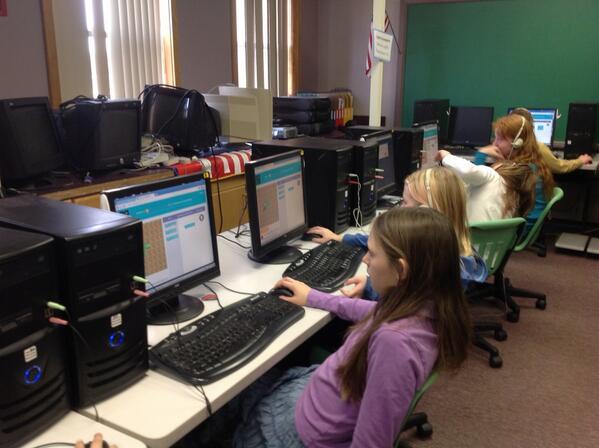 Vermont 4th graders @grandisleschool coding #hourofcode #vted http://t.co/T5x3rtEAna