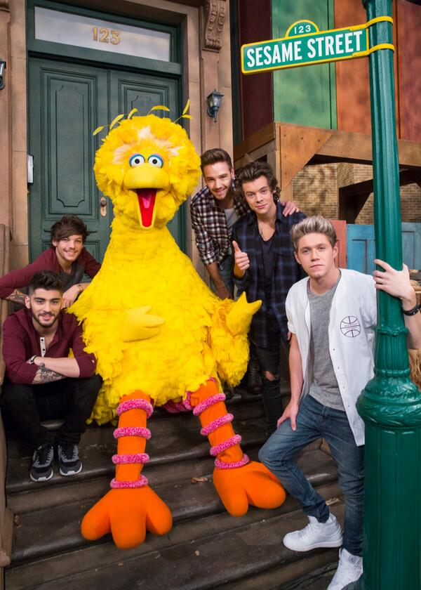 "Guess who's 1D's ""biggest"" fan? (And thanks for visiting Sesame Street, @onedirection!) http://t.co/koOs7reRIu"